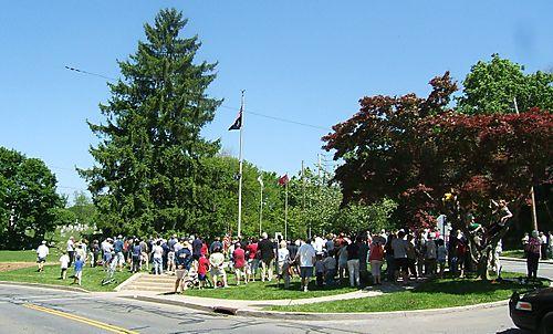 Memorial crowd