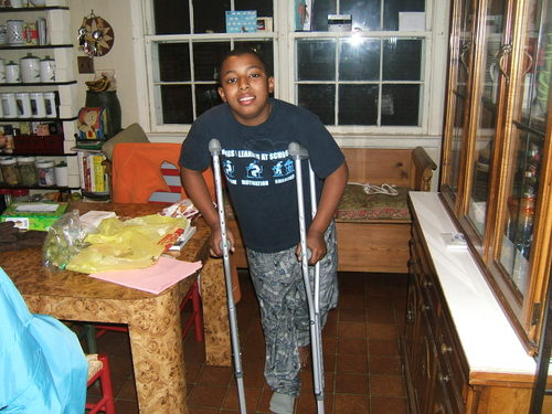 Tim_crutches_31707_002_2