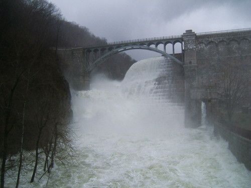 Croton_dam_and_river_41607_040
