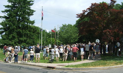 Memorial_day_crowd