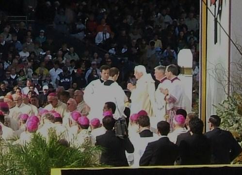 Pope_mass_42008_216