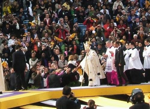 Pope_mass_42008_252