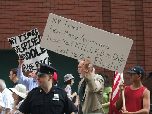 Anti_nyt_rally_71006_009